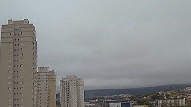Chegada de frente fria deixa tempo instável no fim de semana - No domingo (22), deve chover com mais intensidade no Alto Tietê.