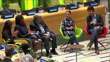 Jovens do mundo inteiro se reúnem em Nova York para a Cúpula do Clima - Encontro na sede da ONU foi um dia depois da onda de manifestações em dezenas de países pedindo mais ação contra as mudanças climáticas.