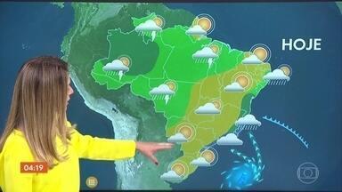 Primavera começa nesta segunda-feira; veja como será a nova estação em todo o país - A primavera começa no Sudeste com cara de inverno chuvoso, com frio e com chuva o dia todo em São Paulo, no Rio de Janeiro, em parte de Minas e do Espírito Santo. Em quase todo o Sul, o sol aparece e esquenta mais.