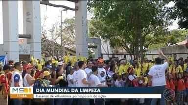 Dezenas de voluntários participaram do Dia da Limpeza em Corumbá - Ação durou aproximadamente duas horas.