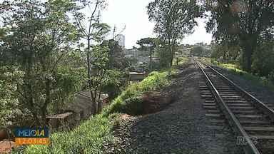 Criança atingida por trem morre em hospital de Ponta Grossa - Acidente foi no domingo (22).