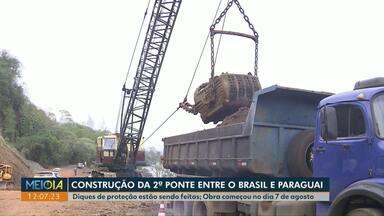 Diques de proteção da segunda ponte entre o Brasil e Paraguai estão sendo construídos - Obra começou em agosto. Ponte terá 760 metros de comprimentos e deve ficar pronta até o fim de 2022.