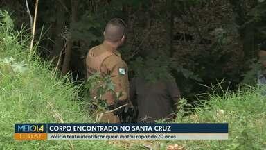 Polícia investiga morte de jovem de 20 anos no Bairro Santa Cruz, em Cascavel - Corpo foi encontrado caído próximo ao córrego Bezerra.