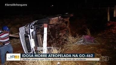 Idosa morre após descer de ônibus e ser atropelada por caminhonete em Goiânia - Vítima, de 73 anos, estava acompanhada de filha e da bisneta, que não foram atingidas.