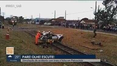 Simulação de acidente envolvendo locomotiva é feita em Patrocínio - Para evitar esse tipo de acidente, a VLI orienta que: ao cruzar linha férrea, sempre abaixar os vidros e o som do carro e nunca atravessar em locais não sinalizados.