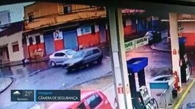 Câmeras flagram 3 acidentes na mesma esquina em menos de 24 horas em Ribeirão Preto, SP - Colisões foram registradas no cruzamento das ruas Anita Garibaldi e Paraíba, no bairro Campos Elíseos.