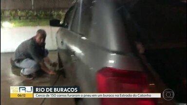Buraco na Estrada do Catonho deixa pelo menos 150 motoristas no prejuízo - Cerca de 150 motoristas tiveram os pneus furados nesta quinta (26) na Estrada do Catonho, altura do Jardim Sulacap.