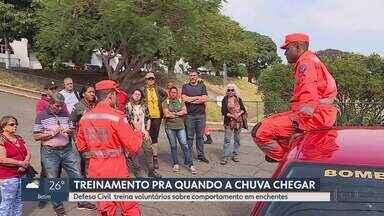 Defesa Civil treina voluntários sobre comportamento em enchentes - Cerca de 250 pessoas se cadastraram pra participar dos treinamentos na academia de bombeiros militar.
