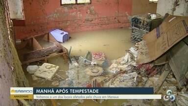 Após chuva, moradores contabilizam prejuízos em Manaus - Barro de obra de hospital invadiu casas.
