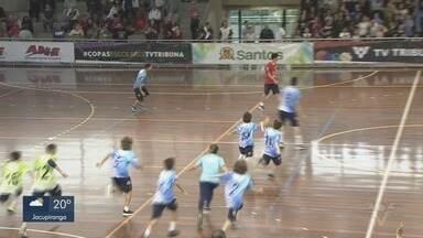 Times disputam as finais da Copa TV Tribuna de Handebol Escolar - Decisões acontecem no ginásio do Sesc, em Santos.