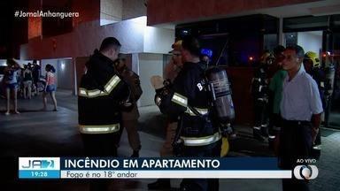 Fogo em apartamento faz com que prédio seja evacuado em Goiânia - Incêndio foi em imóvel no 18º andar, mas ninguém ficou ferido.