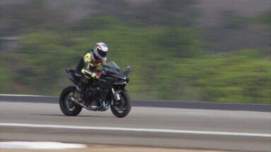 Veja recordes de velocidade quebrados com motos de rua e protótipo - Veja recordes de velocidade quebrados com motos de rua e modelo especial para as pistas