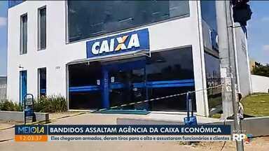 Pelo menos dez ladrões armados invadem banco no Tatuquara - Eles deram tiros para o alto e assustaram funcionários e clientes.