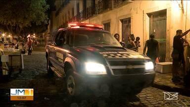 Polícia realiza operação de fiscalização no centro histórico de São Luís - Operação visa o combate na venda de bebidas alcoólicas para menores de idade e fechamento de estabelecimentos irregulares.