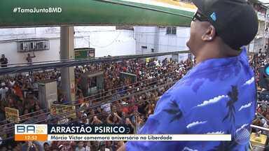 Márcio Victor arrasta multidão no bairro da Liberdade, durante comemoração de aniversário - Festa agitou o bairro onde o artista nasceu e cresceu.
