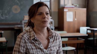 Debora Bloch apresenta personagem de 'Segunda Chamada' - Nova série da Globo tem estreia prevista para 8 de outubro