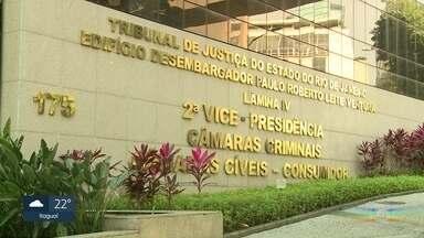 STJ analisa a relação da milícia de Itaboraí com autoridades do Judiciário - Um celular apreendido numa operação contra a milícia pode ser uma prova de vendas no Tribunal de Justiça do Rio. As conversas armazenadas no aparelho revelam a negociação para a libertação de presos.