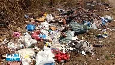 Descarte irregular de lixo incomoda população perto do Balneário da Amizade - Denúncias podem ser feitas através do telefone 156, da Prefeitura de Presidente Prudente.