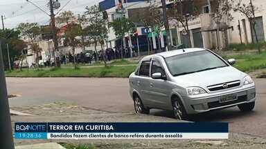 Polícia procura por quadrilha que assaltou agência da Caixa Econômica Federal em Curitiba - Funcionários e clientes foram feitos reféns pelo bando