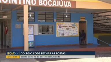 Colégio de Ubiratã corre o risco de fechar as portas - Pais, alunos e funcionários fizeram uma manifestação para evitar que escola que tem 60 anos encerre as atividades.