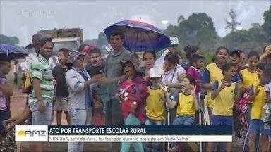Moradores bloqueiam BR-364 próximo a Jaci-Paraná devido a falta de transporte escolar - Falta de transporte na zona rural afeta moradores de regiões de Porto Velho há cerca de um ano