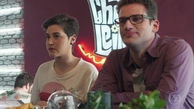 Felipe descobre que Thaíssa estava por trás dos planos com Evelyn - Thaíssa recebe cantada no bar e destrata o pretendente