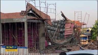 Parte de obra do novo fórum de Marmeleiro desaba e atinge seis pessoas - Eles trabalhavam na construção e ficaram feridos.