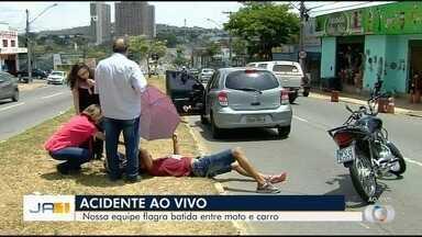Motociclista bate na traseira de carro no Setor Rodoviário, em Goiânia - Alterações no trânsito da região deixou motoristas confusos.