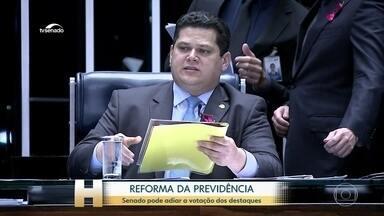 Plenário do Senado aprova, em 1º turno, texto base da reforma da Previdência - Ao votar os destaques, os senadores impuseram uma derrota ao governo. Andreia Sadi comenta.