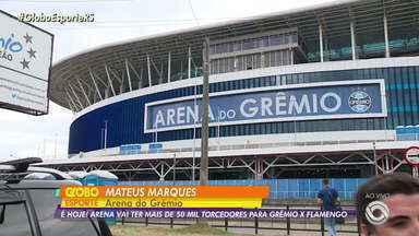 Confira a expectativa dos torcedores gremistas para o jogo de hoje (2) - Os torcedores gremistas já estão nas proximidades da Arena e no hotel onde o time está concentrado.