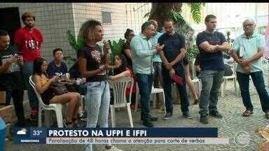 Estudantes do IFPI e UFPI protestam e pedem liberação de mais verbas - Estudantes do IFPI e UFPI protestam e pedem liberação de mais verbas