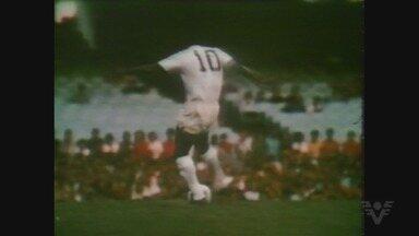 Há exatos 45 anos, Pelé fazia sua última partida pelo Santos - Em 2 de outubro de 1974, o Rei do Futebol se despediu do Peixe, na Vila Belmiro.