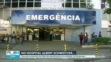 """A situação dos pacientes no Albert Schweitzer e no Rocha Faria. - No Albert Schweitzer, os pacientes reclamam que faltam médicos, insumos e até roupa de cama. No Rocha faria, os pacientes dizem que o atendimento é bom. Mas temem que a mudança possa """"bagunçar"""" o que está funcionando."""