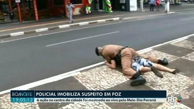 Policial prendeu em flagrante um suspeito de roubar celular no centro de Foz do Iguaçu - A ação foi transmitida ao vivo e com exclusividade pela RPC. Depois de preso o suspeito foi levado para a delegacia, fugiu e foi recapturados minutos depois.
