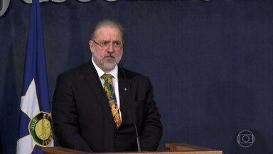 Augusto Aras promete combate 'intransigente' à corrupção - O novo procurador-geral da República participou de uma cerimônia no Ministério Público nesta quarta (2). O presidente Bolsonaro também aproveitou a ocasião para fazer um apelo ao MP.