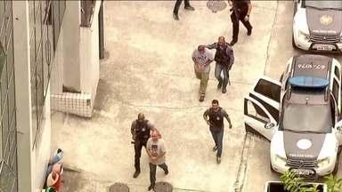 No Rio, quatro suspeitos de atrapalhar investigações sobre Marielle são presos - Entre os presos está Elaine Lessa, mulher do PM reformado Ronnie Lessa, acusado de ter feito os disparos que mataram a vereadora o motorista Anderson Gomes.
