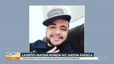 Bandidos matam homem durante assalto no Jardim Ângela - Vítima estava no carro, na porta de casa, quando foi baleado