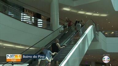 Campanha alerta para segurança em escadas rolantes - Ação é realizada no Shopping RioMar.