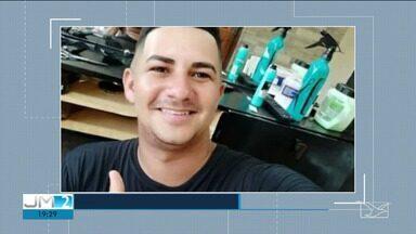 Policia investiga tentativa de homicídio em Santa Inês - Segundo a polícia, Tarlyson Warley trabalhava como serralheiro e acabou atingido por quatro tiros na porta de casa.