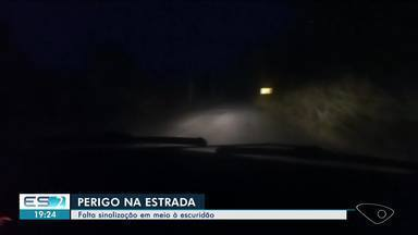 Falta de sinalização em estrada de Linhares, ES, traz riscos para motoristas - Estrada não tem nem acostamento, nem iluminação.