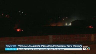 Continuação da Av. Itororó é interrompida por causa de fumaça - O incêndio foi em uma vegetação.