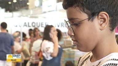 Bienal do Livro atrai crianças e famílias ao Centro de Convenções de Pernambuco - Evento ocorre em Olinda.