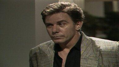 Capítulo de 31/05/1988 - Ivan e Raquel fazem amor e engatam um romance. Marco Aurélio se interessa por Fátima durante a festa. Rubinho e Renato se reencontram e ficam emocionados.