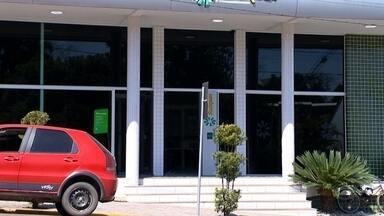 Homem é assaltado na entrada do banco, em Vera Cruz - Criminosos fugiram levando dinheiro da vítima.