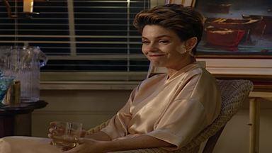 Capítulo de 16/11/1995 - Dara vai para a casa de Serginho. Sarita se candidata a uma vaga de secretária nas empresas Avelar. César ouve Lola dizer que Jairo quer matar Serginho.
