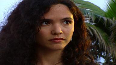 Capítulo de 09/11/1995 - Dara cumprimenta Júlio sem saber que é com ele que se comunica. Soraya fica perturbada com chegada de Mio. Lola dá um tapa em Dara ao saber que filha passou no vestibular.