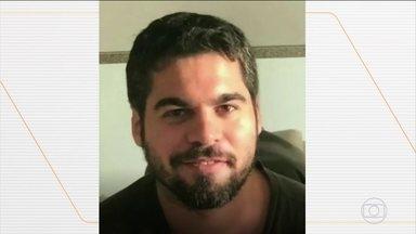 Enteado do prefeito de Manaus, Arthur Virgílio Neto (PSDB), se entrega à Polícia - Alejandro estava com prisão temporária decretada pela Justiça. No dia 29 de setembro, segundo a polícia, Alejandro fez uma festa em casa para um grupo de amigos em um condomínio em Manaus. Depois de consumir drogas e bebidas, houve uma briga e o engenheiro Flávio Rodrigues dos Santos, de 42 anos, foi morto com seis facadas.