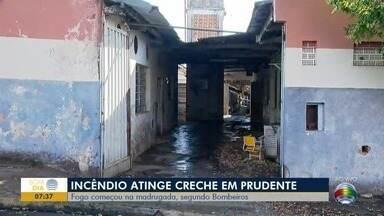 Incêndio atinge prédio público em Presidente Prudente - No local, funcionava a antiga sede do serviço de merenda da cidade.