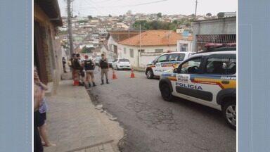 Homem é encontrado morto no bairro Vila Barcelona, em Varginha - Homem é encontrado morto no bairro Vila Barcelona, em Varginha