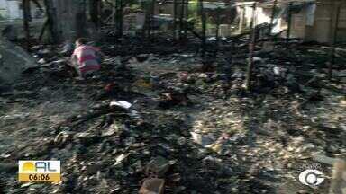 Incêndio destrói 10 barracas na Favela da Portelinha - Imóveis ficaram completamente destruídos.